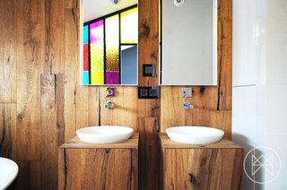 19图简洁利落国外家主卧卫生间设计
