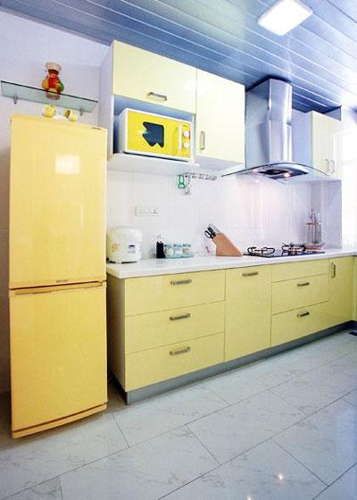 黄色厨房效果图