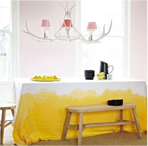 粉嫩黄色桌布图片