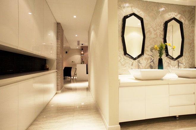 现代风格装修样板房过道卫生间设计