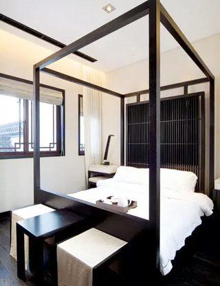 实木床架打造古典优雅卧室