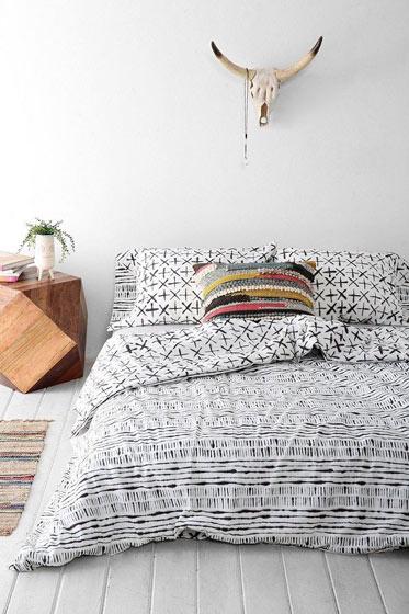简洁卧室垫仓板设计
