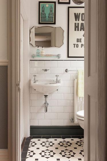黑白瓷砖卫生间