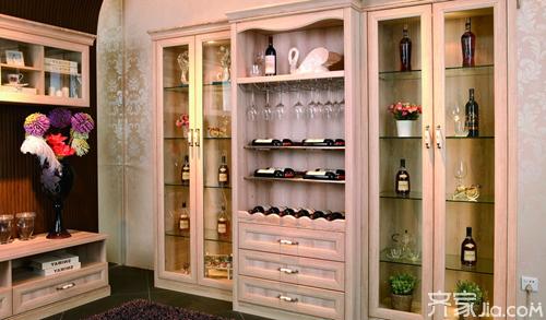 欧式风格酒柜装修特点和摆放技巧图片
