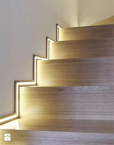 创意灯光点亮楼梯