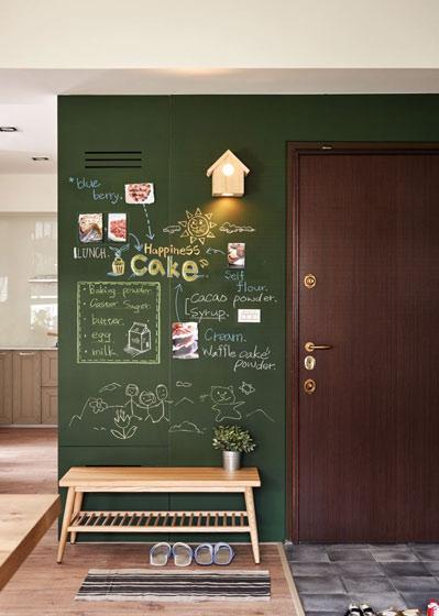 简约北欧风玄关 墨绿色黑板背景墙设计