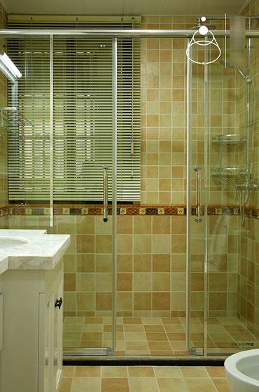 长方形卫生间装修效果图