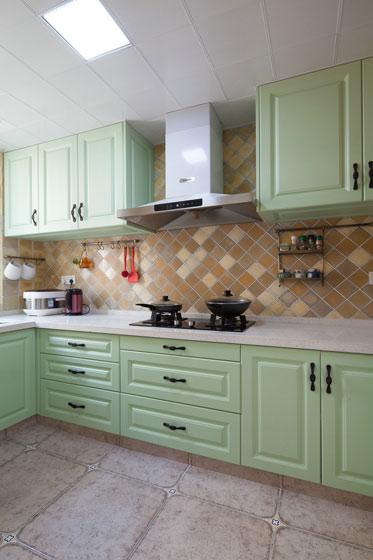 美式田园风厨房 清新淡绿色橱柜设计