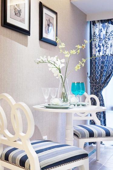 白色圆形餐桌图片