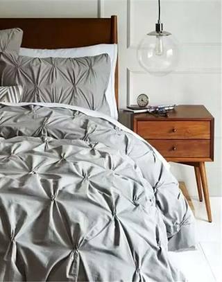 卧室灰色舒适床品图片