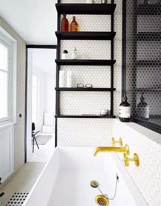 白色简约卫生间浴缸图片
