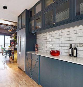 工业风公寓厨房装修效果图