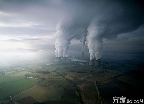 汽车污染空气的特点是排出的污染物距人们的呼吸带很近,能直接被人