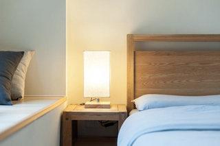 日式风格卧室床头柜装修效果图