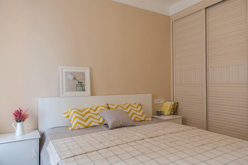 浅黄色卧室背景墙装修效果图