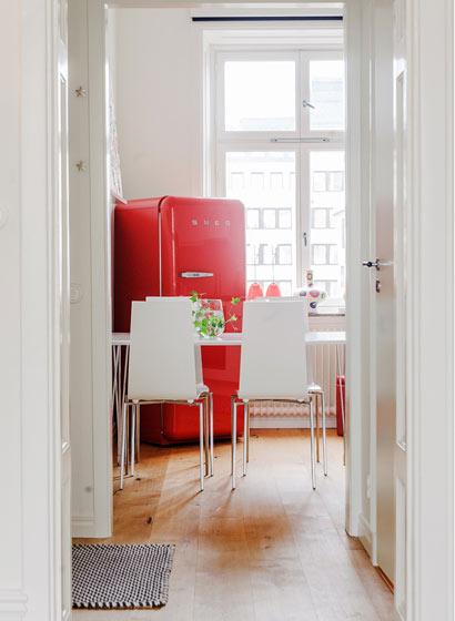 粉白色公寓白色小餐厅装修效果图