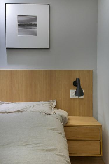简约风格原木床头柜装修效果图