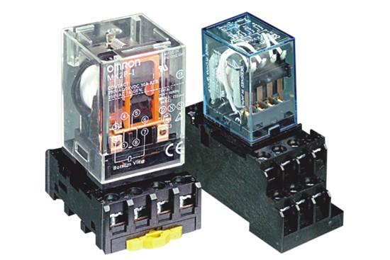 继电器主要用于控制电路,接触器主要用于主电路;通过继电器可实现用一
