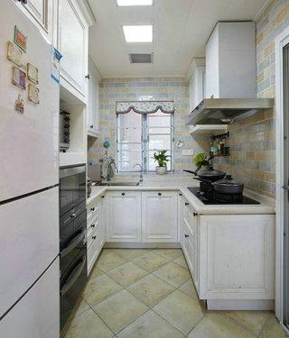 轻法式风格浪漫白色厨房装修效果图