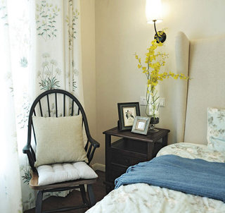 美式田园风格卧室床头柜装修效果图