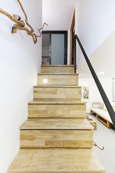 原木日式和风复式楼梯设计