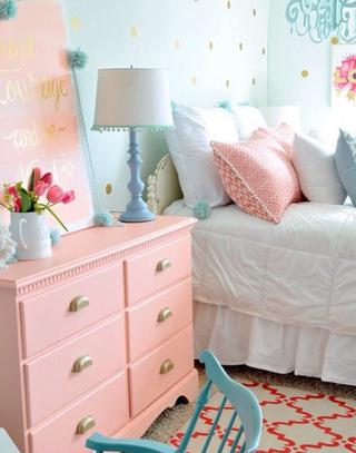 粉色清新儿童房床头柜效果图