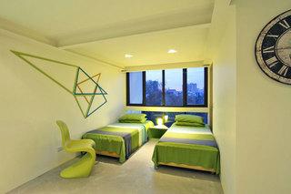 现代简约绿色双人卧室装修效果图