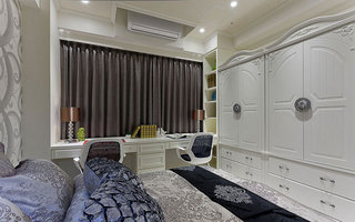 优雅白色主卧室衣柜设计图