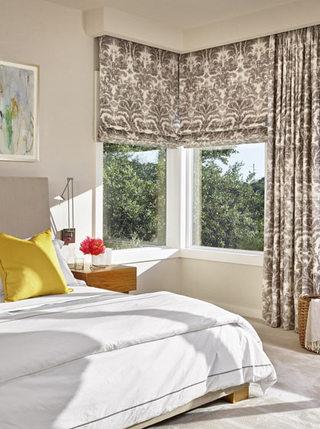 素雅简欧风卧室 碎花窗帘设计