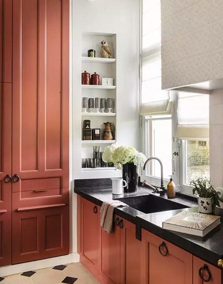 小户型厨房砖红色橱柜装修