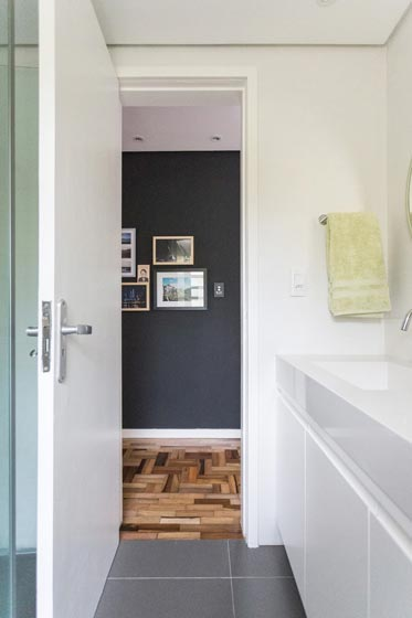 巴西70平方简约白色卫生间门设计装修