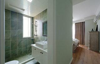 75平美式风格卧室带卫生间设计效果图