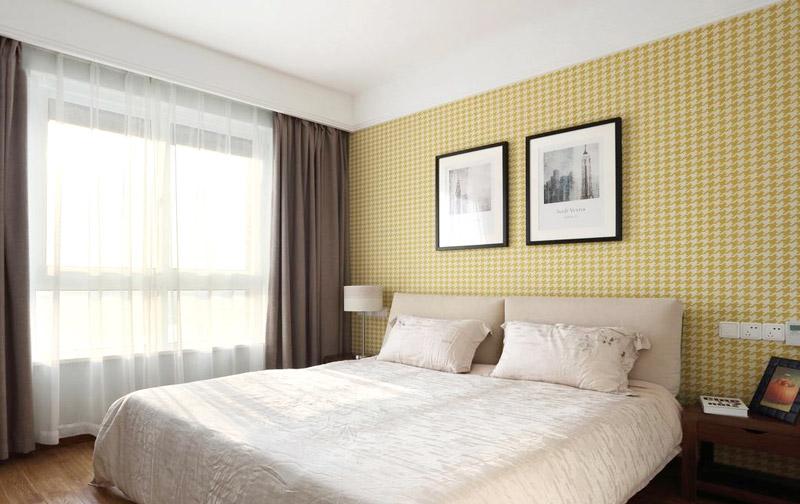 简约风卧室 黄色格子背景墙设计