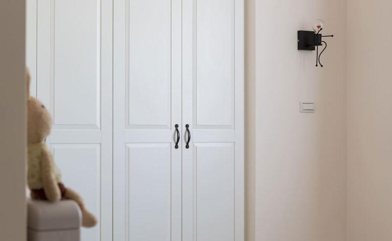 100平米美式三居卧室衣柜图片