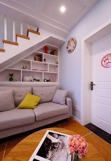 温馨北欧小复式墙面隔板