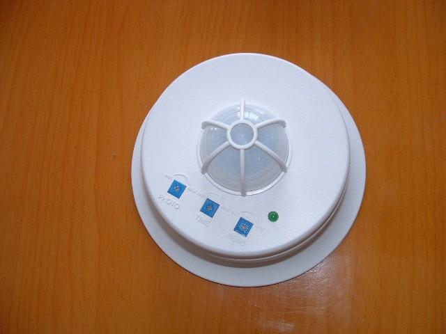 数码通讯 红外线感应器  红外线感应器是根据红外线反射的原理研制的