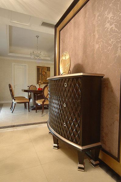 沉稳古典欧式风格玄关柜设计