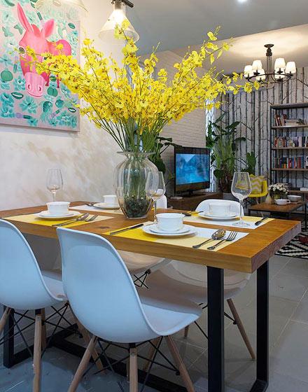 70平北欧混搭风二居室餐厅花卉布置图