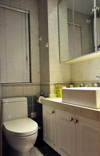 现代简约风卫生间洗手台设计