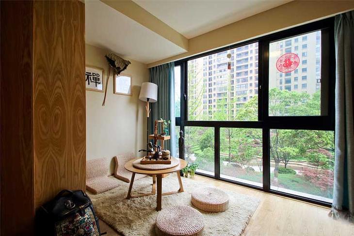 禅意中式封闭式阳台 榻榻米茶室设计