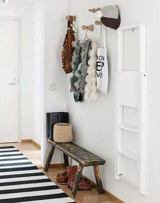 实用小户型玄关换鞋凳装饰图