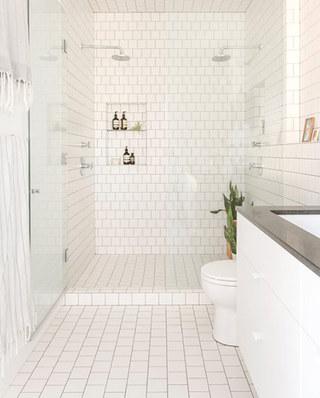 美式风格阁楼公寓浴室效果图