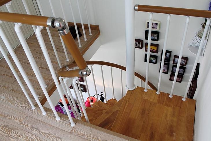 78平复式阁楼装修楼梯效果图