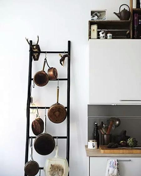 实用小户型厨房梯形收纳架