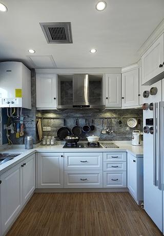 简美式厨房 白色U型橱柜效果图