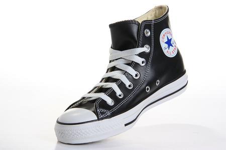 7,剩下的鞋帶按圖所示做纏繞處理   8,藍帶的尾部放入先前做好的圖片
