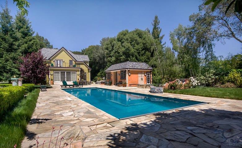 庭院游泳池摆放布置图片