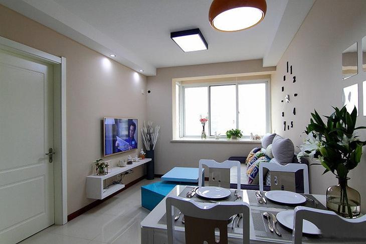 三居室旧房改造装修客厅效果图