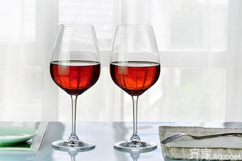 红酒杯怎么拿 红酒杯怎么选择