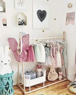 可爱儿童房衣架效果图